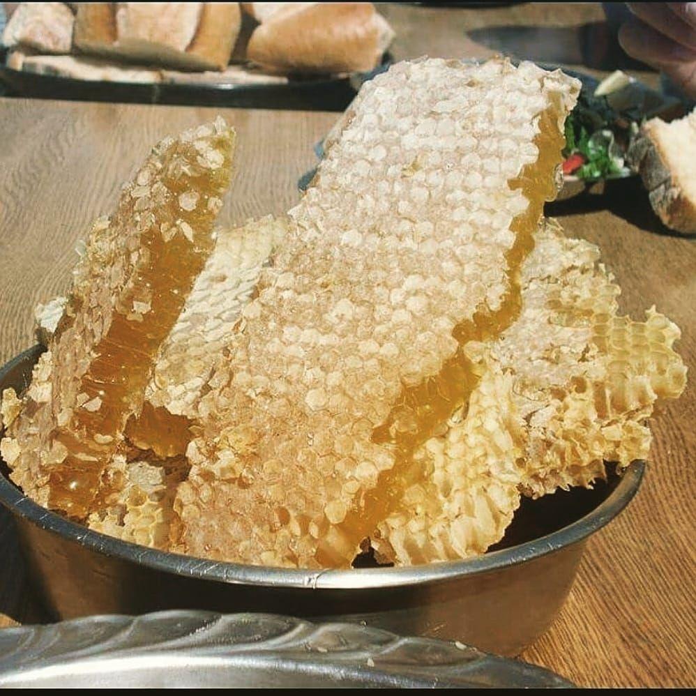 عسل طبیعی موم دار گون 1کیلویی کد2